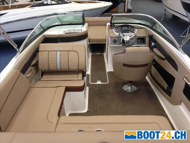<b>Sea Ray 240SD - Portier-Yachts</b><br/>grossr&auml;umiges Cockpit
