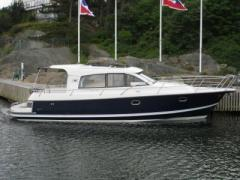 Nimbus 365 Coupe Hard Top Yacht